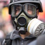 防護服とガスマスクをして一晩中掃除をしました